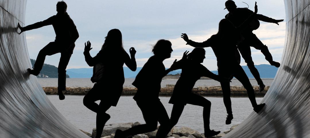 Jeux d'adolescents sur la plage